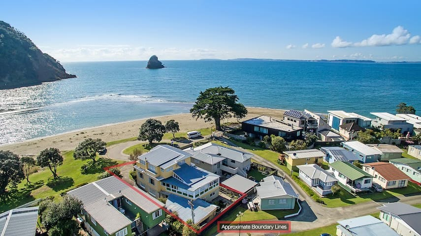Absolute Beachfront Holiday House - Waiwera - Dom
