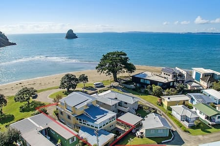 Absolute Beachfront Holiday House - Waiwera - House