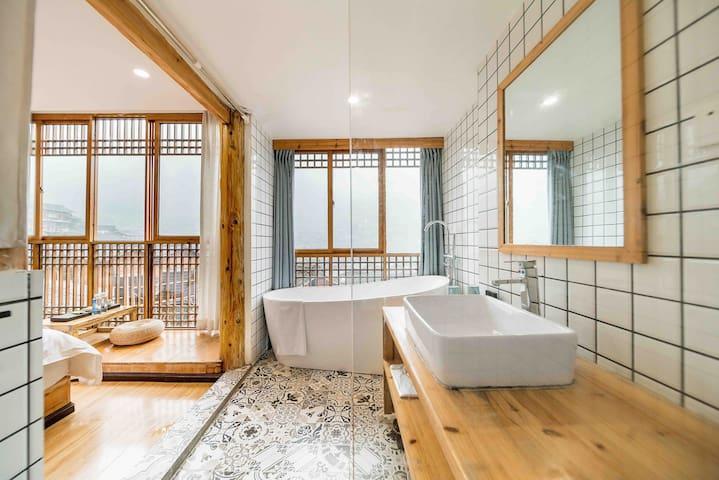 七间民宿—(半山全景)独立浴缸大床房