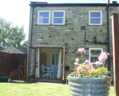 Castle Lea-sleeps 5-Otterburn Village