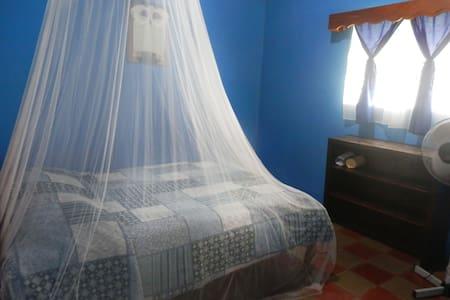 Jardin del Buho hostal, cuarto Azul. - Altagracia - Hostel