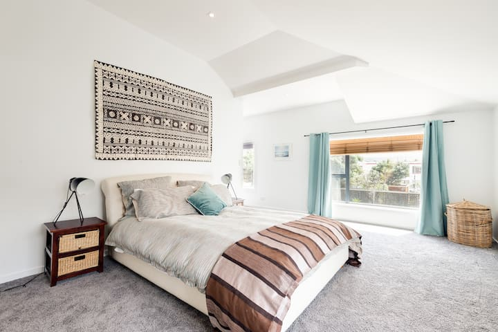 2 sunny private rooms in renovated seaside cinema