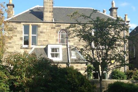 Spacious B&B in Victorian townhouse - Edinburgh