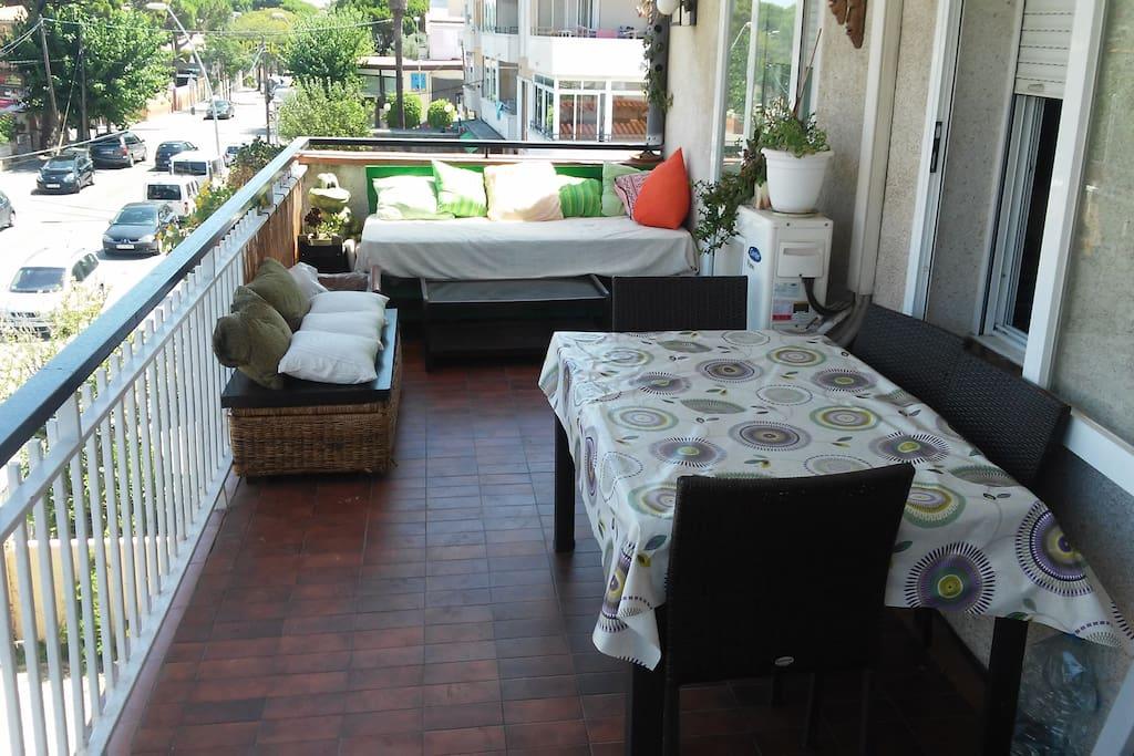 Precioso piso junto a la playa y con gran terraza aptos for Compartir piso castelldefels
