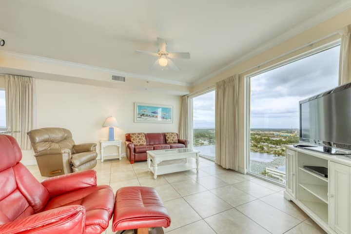 Gulf-front condo on 19th floor w/ wrap-around balcony, pools & hot tubs!