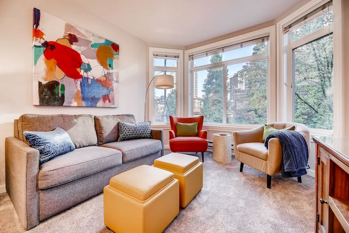 1 Bedroom Vibrant Belltown Condo-Walk to Market