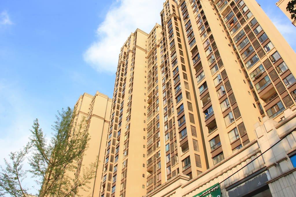 小区外景【2016年装修入住,高层电梯公寓,房源位于23楼】