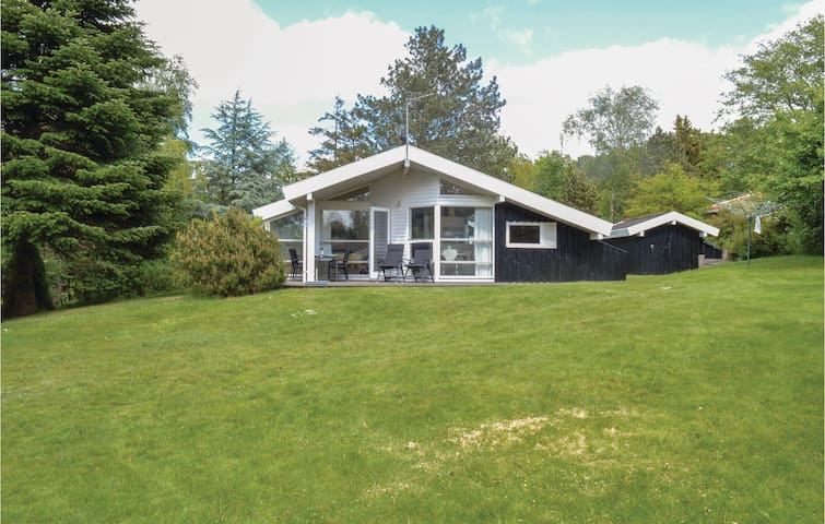 Holiday cottage with 3 bedrooms on 77m² in Græsted