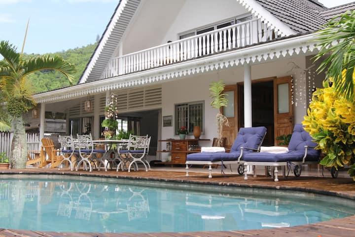 Ti La Kaz - Luxury House with Pool  & Views