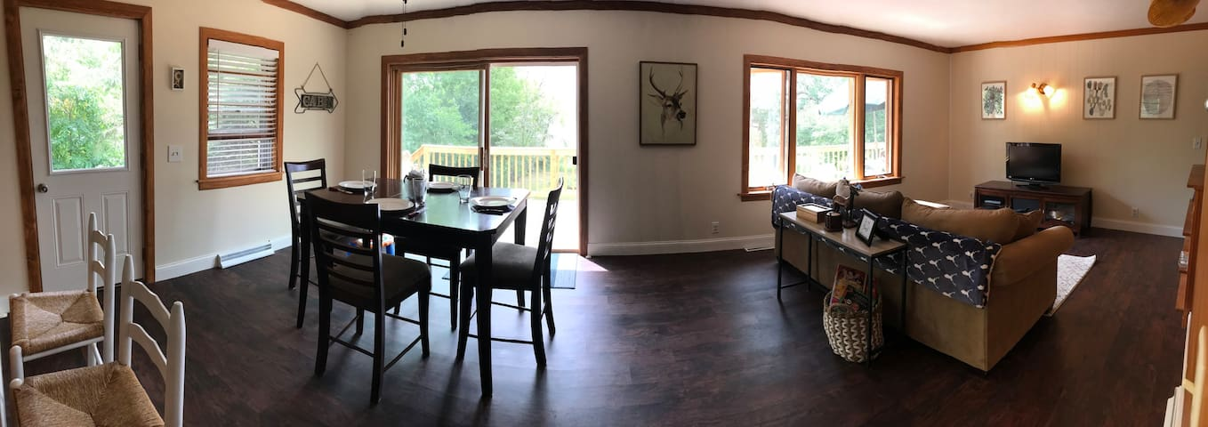 Sandy Shore Lodge- 4 BR, 2 BA