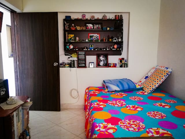 Habitación con cama queen semidoble, hostal