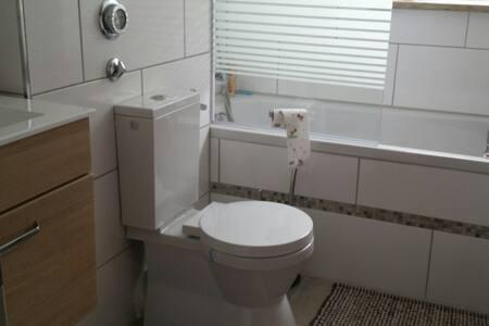 Sehr schönes 2 Zimmer Wohnung - Kaiserslautern