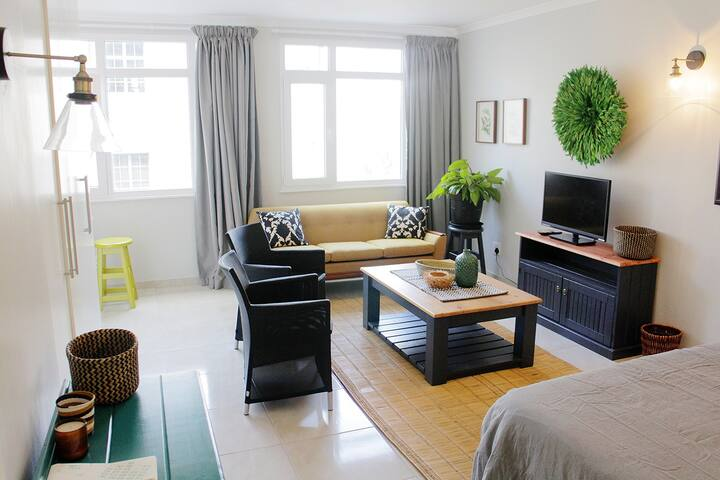 Heart of Cape Town -Beautiful Bright Airy Studio.