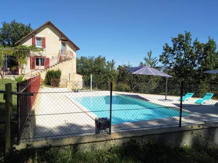 Proche de Sarlat, appartement piscine privée