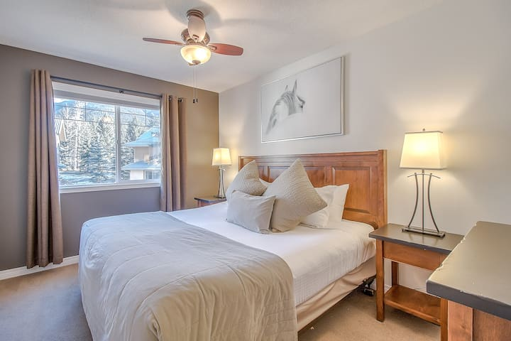 2BR/1.5BATH Mountain Gate At Banff Boundary Lodge