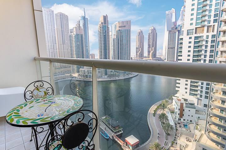 1/BR LoftStyle Stunning Bay Views, Heart of Marina