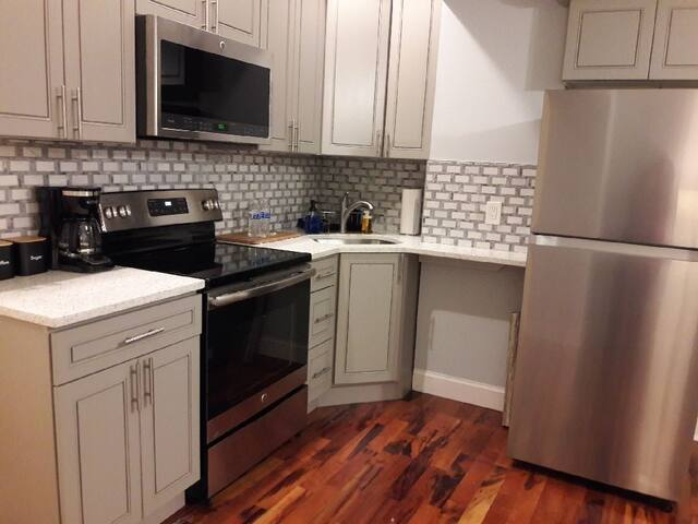 Modern 2br - Steps to Main St. & Parking Avail.