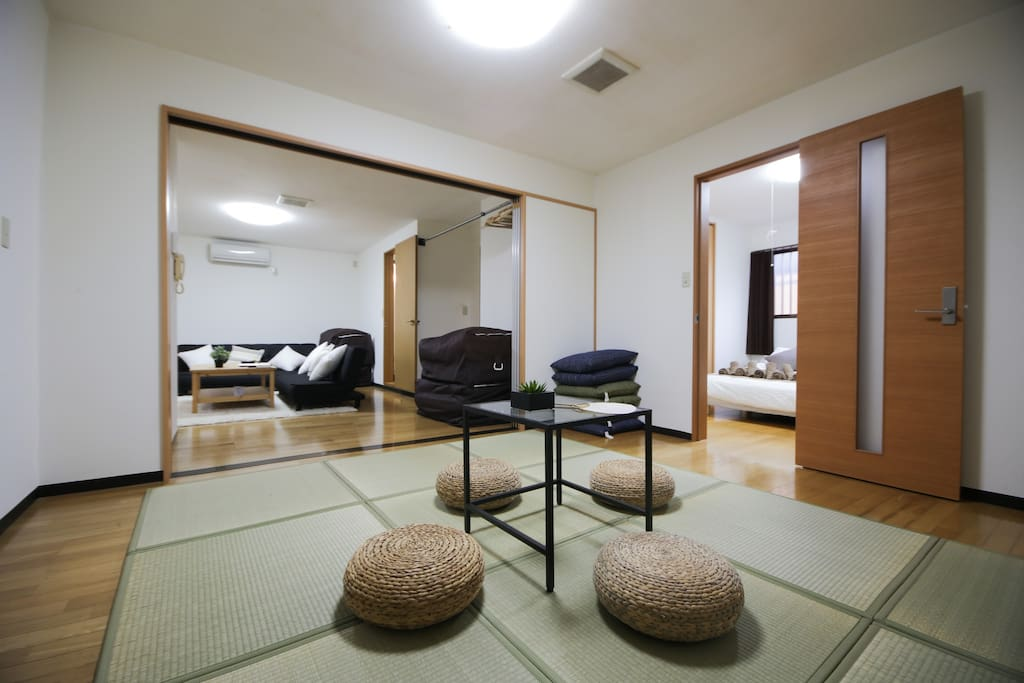 [TATAMI] The mats are made of straw and rush and consist of a thick base and a soft, smooth surface that covers the base.