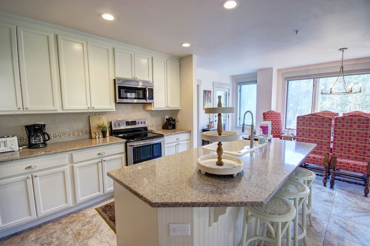 Huge kitchen with granite counter tops and stainless steel appliances