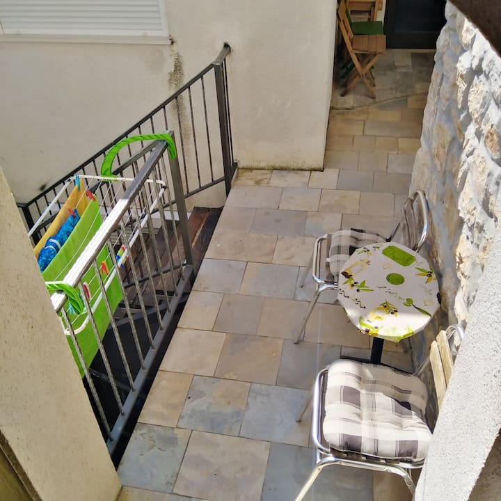 Studio à Betina, avec terrasse aménagée et WiFi - à 60 m de la plage