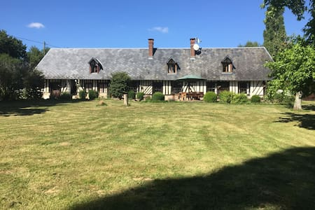Historisch pand in gehucht La Saussaye bij Lieurey