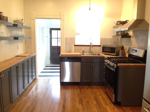 Gorgeous 3BR House By Downtown with Private Patio!