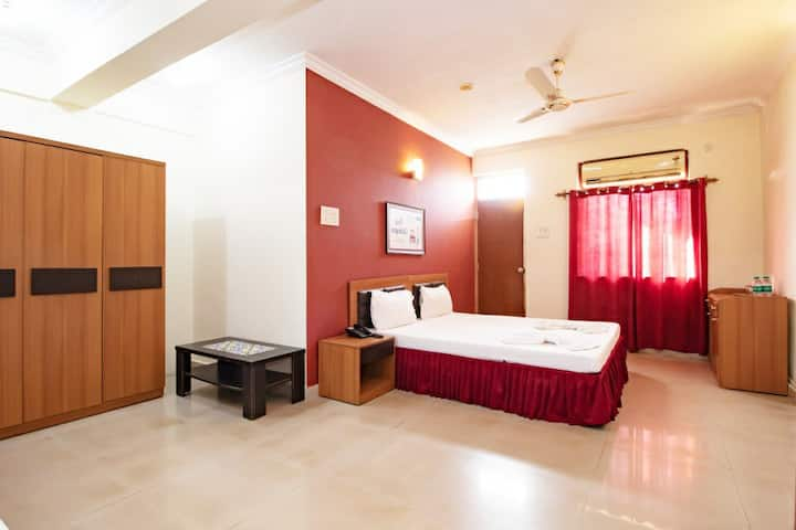 Deluxe Family Room With Pool - Calangute Beach  VC