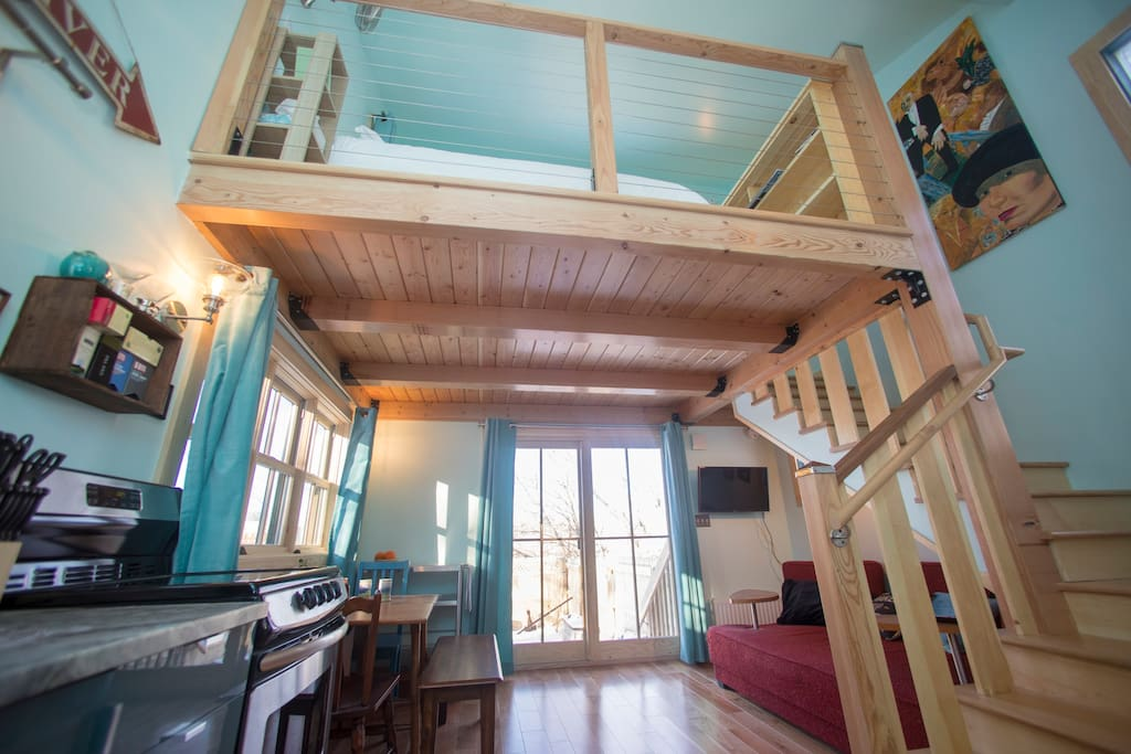River House is an efficient studio apartment that is private, cozy and centrally located.