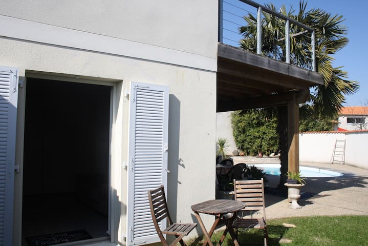 Ptit coin de Paradis 5' La Rochelle - Perigny - House