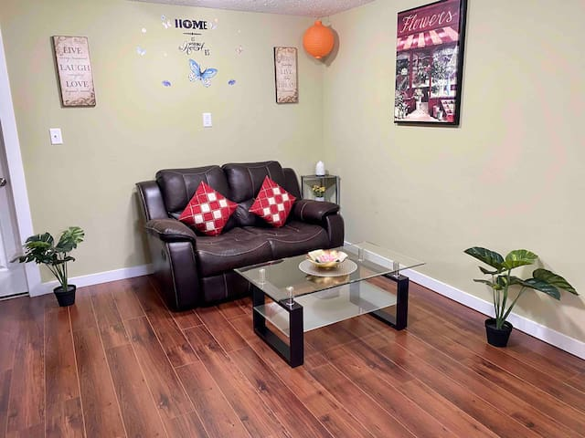 Fully private basement suite ☆ Separate entrance.