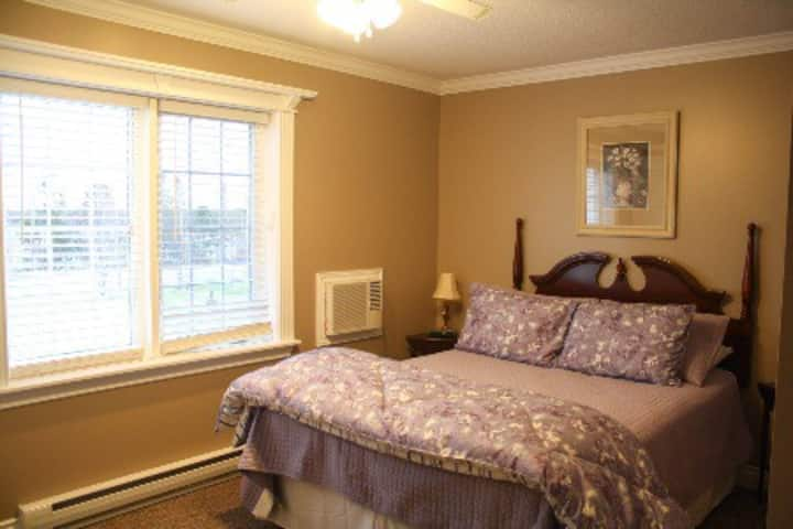Humberview Bed & Breakfast Simplicity Room, #1