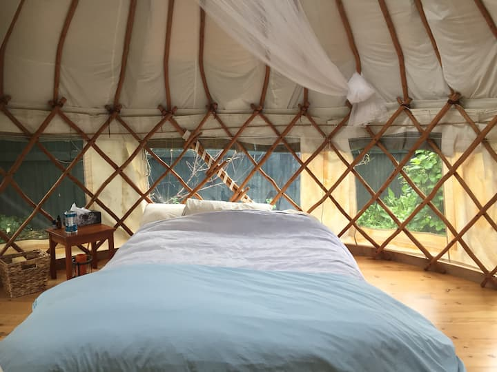 Cosy Yurt connect with nature.