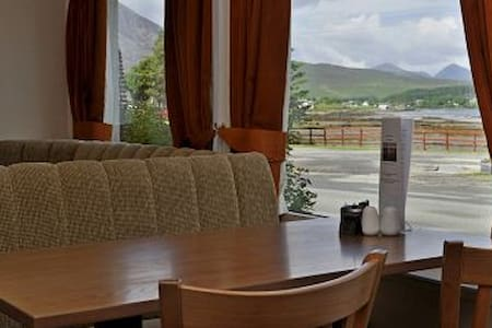 The Hebridean Hotel - Broadford - Bed & Breakfast