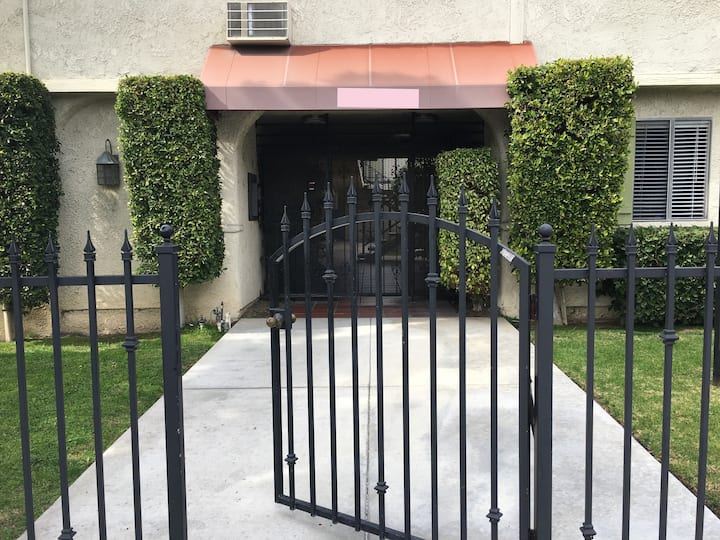 Sublet in Sparkling Clean Apartment  Burbank