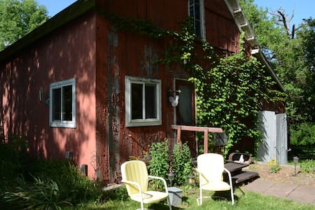 Roost in the Barn - Whispering Pines Bed & Breakfast