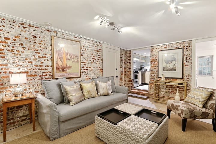 This bright and cozy renovated apartment is located on the beautiful Jones St!