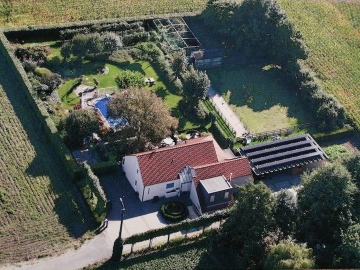 Ruime Villa met grote tuin en buitenzwembad