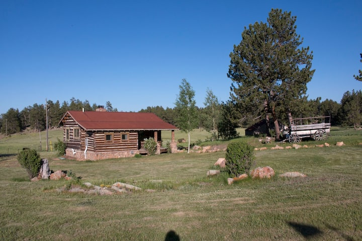 Historic cabin with private lakes & hiking trails