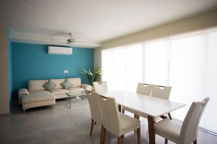 Pool view apartment for 6 guests! Great location!