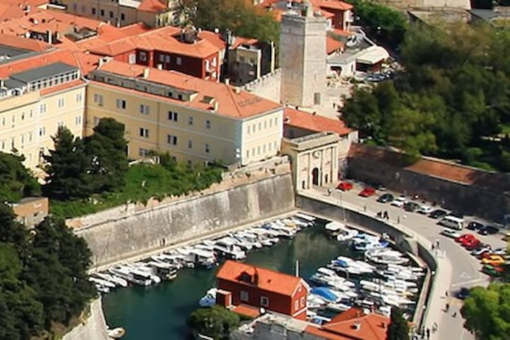 ROOM WITH AIR CON,WI FI,TV 2 SINGLE BEDS &TERACE - Zadar - Bed & Breakfast