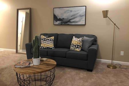*NEW* Duke / RTP Area Modern & Clean Durham Condo