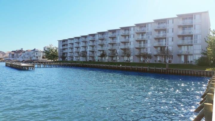Bayfront 2BR - 4 Blocks to Beach!
