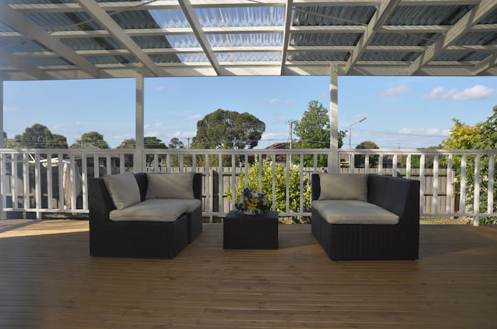 Comfortable & Spacious Living: Bundoora - Bundoora