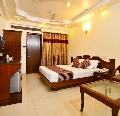 Comfortable Bed and Breakfast near Connaught Place