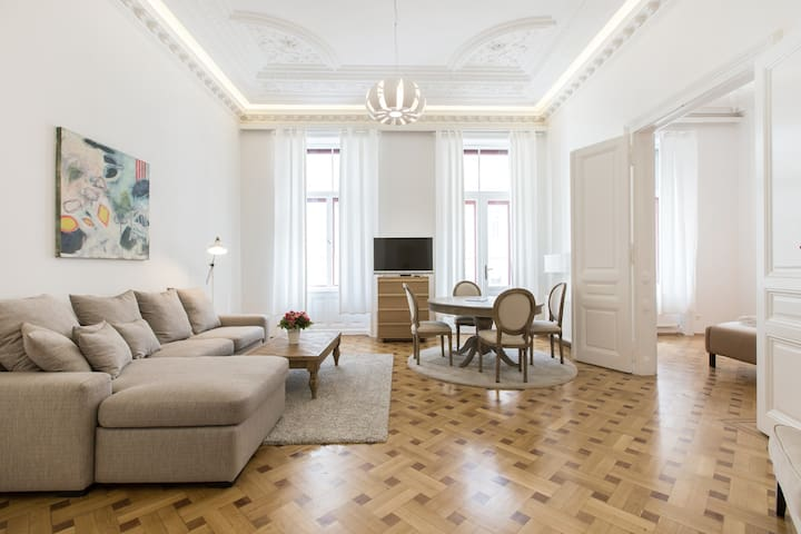 Fabulous City Center Apartment - Apt 15a