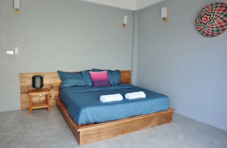 Room n°2 with air con and king size bed
