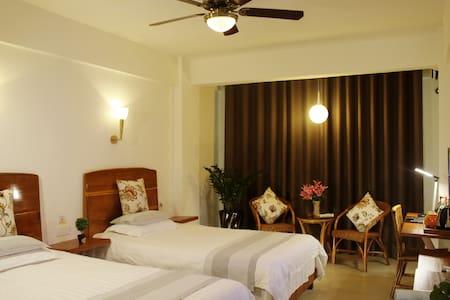 Sunny Sanya-Twin Room with 2 Buffet Breakfasts - Bed & Breakfast