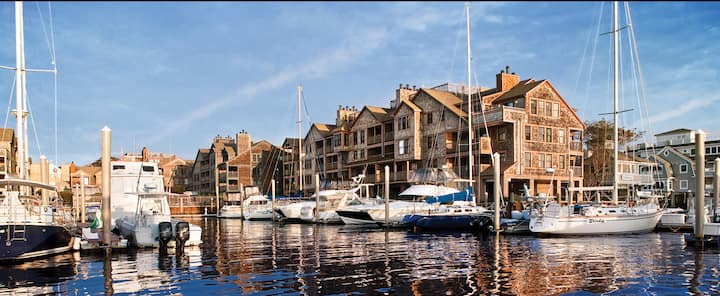 Wyndham Newport Onshore ~ Water View ~ Thames St!