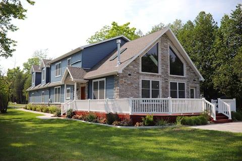 Modern 3,000sq ft+ Beachfront Home in Pt Sanilac
