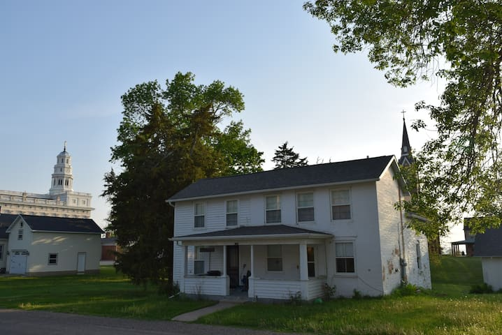 Bennett-Rust Home - Restored - 30-day Rental